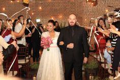 Lorraine + Lucas     GRACE KELLY wedding dress in chantilly lace    photo AE Produções    https://www.facebook.com/a.modista