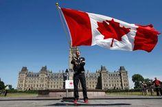 Simon Whitfield - Canadian Flag Bearer London 2012