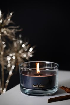 De beweging van een vlammetje en geuren die je aan herinneringen doen terug denken. Met de nieuwe True Magic collectie wil Bolsius deze magie bij je naar boven brengen. De warme kruidige geuren en metallic kleuren laten jouw interieur sprankelen en halen de magie van de natuur in huis. Candle Jars, Candles, Candy, Candle Sticks, Candle