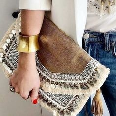 Incredibly Bohemian Purses for Boho Ladies This brilliant and vivid pack is the thing that each boho angel needs in her closet! The sack itself is of dark brown texture and fixed with off. Bohemian Mode, Boho Gypsy, Hippie Boho, Bohemian Style, Bohemian Outfit, Bohemian Bag, Floral Clutches, Floral Bags, Fashion Bags