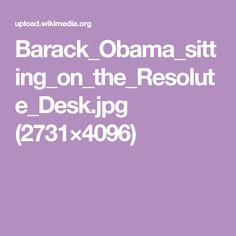 Barack_Obama_sitting_on_the_Resolute_Desk.jpg (2731×4096)