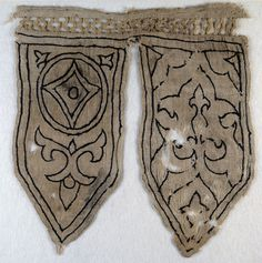 Tabs from a banner with fleur-de-lys, blazon, and trefoils (front). © Ashmolean Museum, University of Oxford