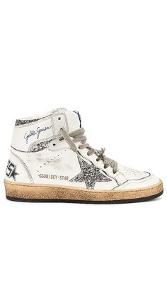 Sky Star Sneaker Golden Goose Collections - Click to Shop #affiliatelink Golden Goose, Sky, Gold Logo, Logo Stamp, Casual Street Style, Cow Leather, Designing Women, Chic Outfits, Applique
