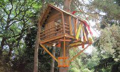 Für viele Kinder gibt es kaum etwas aufregenderes, als ein eigenes Baumhaus zu haben. Wie ein entsprechendes Baumhaus entsteht und worauf zu achten ist, folgt in unserer Anleitung.