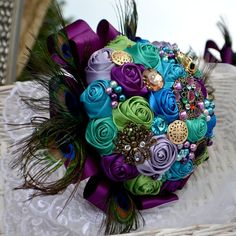Brooch wedding bouguet and boutonniere by Marcellinewedding