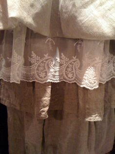 Who can resist linen and lace?