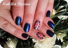 Nail art so british (accent nail) !!  http://nail-art-passion.eklablog.fr/nail-art-england-accent-nail-a100288457