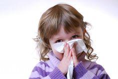 Come curare il raffreddore nei bambini: i consigli utili e i rimedi naturali