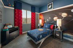 Kinderzimmer mit Sonnensystem an der Wand - Gestaltungsidee