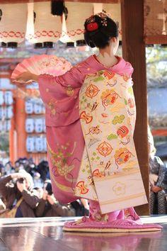 geisha-licious:  maiko  Wearing a beautiful pink floral embroidered kimono.