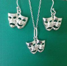 Mira este artículo en mi tienda de Etsy: https://www.etsy.com/es/listing/267060732/925-solid-silver-set-of-earrings-and