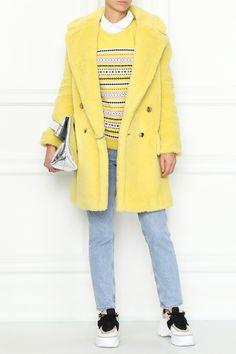 Желтая шуба из «плюшевого мишки» — шерсти альпаки, овечьей шерсти и шелка. Укороченная модель прямого силуэта с английским воротником и двубортной застежкой на пуговицы. Боковые карманы с клапанами. Max Mara, Blazer, Jackets, Women, Fashion, Down Jackets, Moda, Women's, La Mode