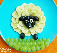 Sheep Fruit Snack: option for day 3 - Food Carving Ideas Fruit Recipes For Kids, Fruits For Kids, Fruit Snacks, Healthy Snacks, Healthy Recipes, Snacks Recipes, Eating Healthy, Fruit Decorations, Food Decoration