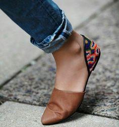 Pretty slides w/straight-leg jeans