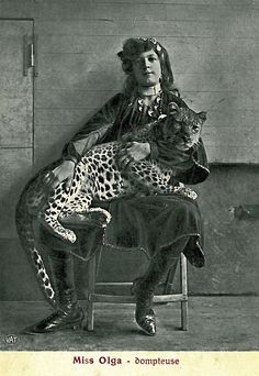 Zirkus - photo_you are not alone - CARS Cirque Vintage, Vintage Circus, Old Pictures, Old Photos, Image Chat, Circus Performers, Circus Art, Cat People, Leopards