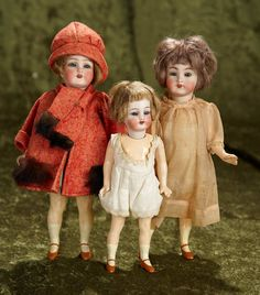Three German bisque flapper dolls by Simon and Halbig with original wigs $600/900  Theriault's