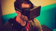 """Los lentes de realidad virtual Oculus Rift ya tienen precio en Estados Unidos y Europa   Tras anunciar que el dispositivo se podría reservar a partir de este miércoles 06 de enero la empresa desveló que para Estados Unidos tendrá un costo de 599 dólares mientras que los usuarios compran desde Europa deberán pagar 699 euros sin envío incluido.  Las gafas de realidad virtual contarán con un pack para su venta que incluirá además del propio Oculus Rift un mando cables y dos videojuegos: """"EVE…"""