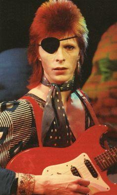 Bowie as Ziggy. Angela Bowie, David Bowie, Vanity Fair, Dandy, Beatles, Beyonce, Duncan Jones, Emmanuel Carrère, Coppola