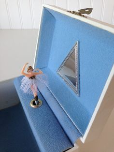 Musical jewellery boxes with turning ballerinas