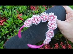 Sandália Customizada com Mini Flor de Pérolas - Maguida Silva - YouTube Bead Crafts, Diy And Crafts, Crochet Flip Flops, Decorating Flip Flops, Beaded Shoes, Native American Beading, Beaded Brooch, Slippers, Beads