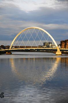 Locally known as 'The Squinty Bridge' Glasgow, Sootland