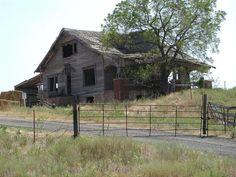 Abandoned House Near Eakly OK - I grew up here. Abandoned Farm Houses, Abandoned Property, Abandoned Castles, Abandoned Mansions, Abandoned Places, Old Houses, Old Buildings, Abandoned Buildings, Farm Barn