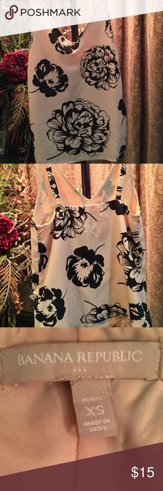 Banana Republic Top Great condition, Silk Fabric. Open to reasonable offers! Thanks for checking out my closet! Banana Republic Tops Tank Tops