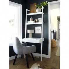 White leaning desk with wood and white desk decor near window. - Home FTH - Home Decor Ideas Leaning Bookshelf, Leaning Desk, Leaning Ladder, Bookshelf Desk, Bookshelves, Modern Home Offices, Small Home Offices, Home Office Design, Home Office Decor
