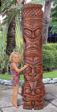 Design Toscano's Giant Tiki Totem Statue