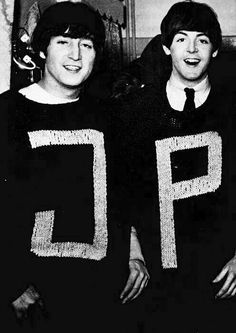 John Lennon and Paul McCartney. These look amazingly like Molly Weasley jumpers (pullovers). Foto Beatles, Beatles Love, Les Beatles, John Lennon Beatles, Jhon Lennon, Beatles Band, Beatles Funny, Beatles Photos, Rock Music