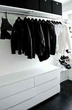 Collection of closet designs to organize your master bedroom, bring comfort and luxury into your home organization. Walk in closet design ideas Modern bedroom design with walk-in closet and sliding doors Custom-built walk-in closets are luxurious Closet Bedroom, Closet Space, Bedroom Storage, Bedroom Decor, Modern Bedroom, Bedroom Ideas, Master Bedroom, Wardrobe Organisation, Closet Organization