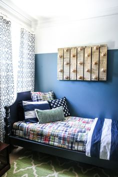 You could go out and buy a hat rack – but why do that when there are so many amazing DIY styles you can create on your own, for a few dollars. Baseball Hat Racks, Diy Hat Rack, Ikea, Vintage Shutters, Hat Storage, Deco Nature, Best Paint Colors, Palette, Beautiful Wall