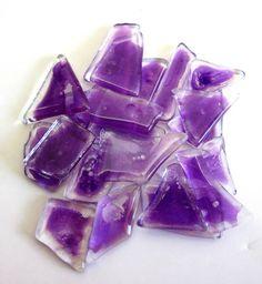Pedras de vidro utilizadas para confecção de Mosaicos ,Bijuterias e/ou outras aplicações decorativas/ artesanais Pacotes de 50 G com pastilhas de vidro em vários formatos. VIOLETA CLARO R$ 6,90