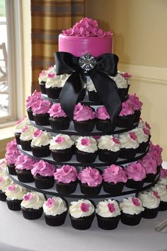 This is the only way id do cupcakes instead of cake like brad wants, but in our colors