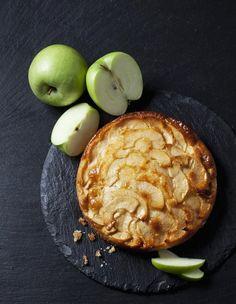 Recette Gâteau invisible aux pommes Weight Watchers : Pelez, retirez le cœur et coupez les pommes en quartiers. Coupez-les en lamelles très fines à la mandoline. Préchauffez le four à 180°C/th.6. Mélangez les œufs, la farine, le sel et le lait. Ajoutez les lamelles de pomme, mélangez pour bien...