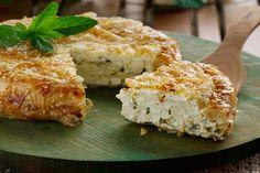 Μια εύκολη συνταγή για μια ελαφριά τυρόπιτα αρωματισμένη με δυόσμο. Μια υπέροχηαφράτη, κριτσανιστή,μοσχοβολιστή τυρόπιτα που σίγουρα δεν μπορείς να αντισ