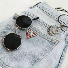Flat Lay Photography, Clothing Photography, Cute Sunglasses, Round Sunglasses, Sunnies, Vintage Vogue Fashion, Estilo Blogger, Cool Glasses, Fashion Eye Glasses