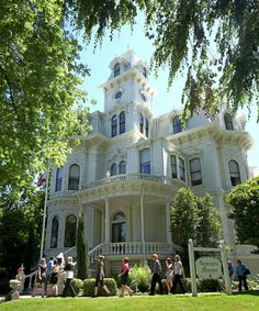 Tour the Governor's Mansion State Historic Park in Sacramento!