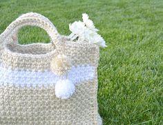 Big Stylish Crochet Bag | Free crochet pattern via Crochetrendy.com
