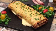 La rösticlette ! la raclette, version rösti géant  Ingrédients 200 g de fromage à raclette 4 tranches de jambon blanc 20 cl de crème liquide 4 pommes de terre 3 œufs Ciboulette Sel & poivre Recette Éplucher les pommes de terre. Dans un saladier, râper les pommes de terre. Ajouter les œufs, la crème liquide, le sel et le poivre. Mélanger le tout à l'aide d'une spatule en bois. Verser et étaler le mélange sur une plaque recouverte d'une feuille de cuisson. Enfourner 25 minutes à 200°C. Su... Raclette Party, Tapas, Food Porn, Empanadas, Potato Recipes, Sandwiches, Entrees, Side Dishes, Recipes