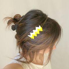 Headband cuir géométrique (motif LAMM), métal bronze et perles nacrées- couleurs jaune vif et blanc