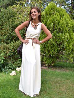 Paula Echevarría apuesta por un vestido largo con collar étnico http://paula-echevarria.blogs.elle.es/2012/06/15/beige-en-largo/