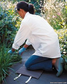 Spare your knees when weeding and thinning with this easy-to-make knee pad.