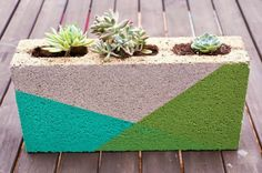A Kailo Chic Life: Colorblocked Cinder Block Planter Succulent Planter Diy, Diy Planters, Garden Planters, Planter Ideas, Cinderblock Planter, Garden Paving, Concrete Garden, Diy Concrete, Polished Concrete