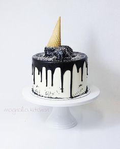 Monochrome ice cream desserts ◻️◼️◽️◾️▫️▪️ Happy birthday to Harper & Mason… Ice Cream Desserts, Fall Desserts, Ice Cream Recipes, White Birthday Cakes, Novelty Birthday Cakes, Happy Birthday, Cake Games, Cake Truffles, Ice Cream Party