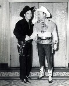 Two Western legends.Lash LaRue and Roy Rogers. Old Western Actors, Old Western Movies, Western Film, Hollywood Actor, Hollywood Stars, Hero Movie, Movie Tv, Clint Walker, Dale Evans