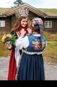 B U N A D S T U A Norwegian Style, Norwegian Wedding, Bridal Crown, Folk Costume, Unique Dresses, Historical Clothing, Traditional Dresses, Halloween, Wedding Styles