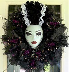 Halloween Arts And Crafts, Homemade Halloween Decorations, Adult Halloween Party, Halloween Wreaths, Creepy Halloween, Halloween Projects, Fall Halloween, Frankenstein Craft, Bride Of Frankenstein
