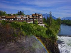 SALISH LODGE & SPA — SNOQUALMIE, WASHINGTON Readers' rating: 84.283 Built in 1916 as a rest stop for travelers, this Cascade Mountains property is set above 270-foot-high Snoqualmie Falls. The setting for the TV series Twin Peaks, it's a quick day trip from Seattle (or a weekend escape) with the sound of the falls 24/7, fireplaces in guest rooms, a well-stocked wine cellar, and a stunning spa.