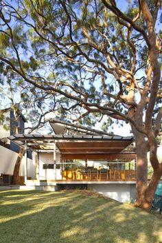 aussie-escarpment-house-with-angled-roof-and-wavy-ceiling-1.jpg